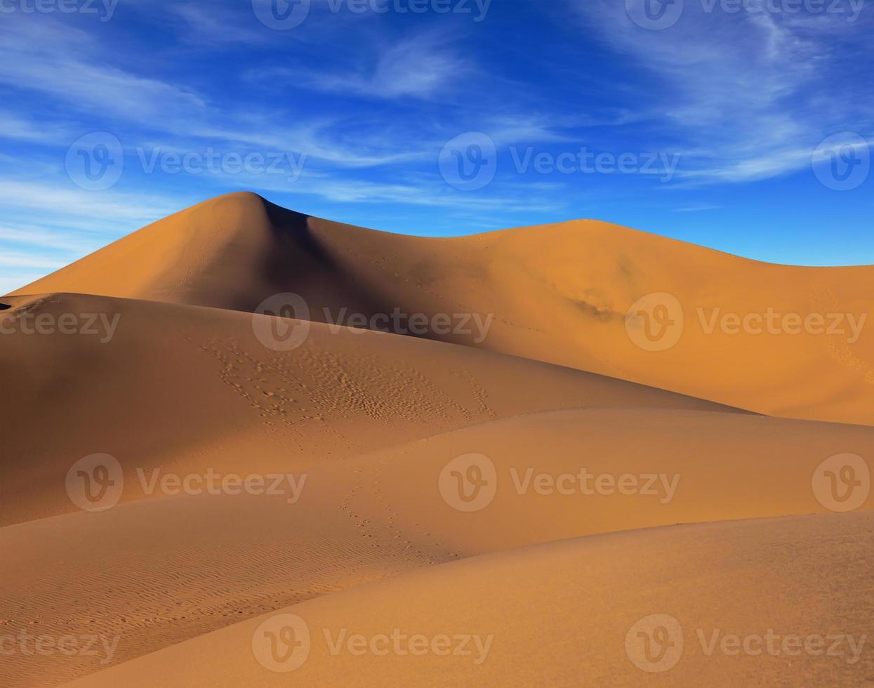 der Sonnenmorgen im Death Valley foto