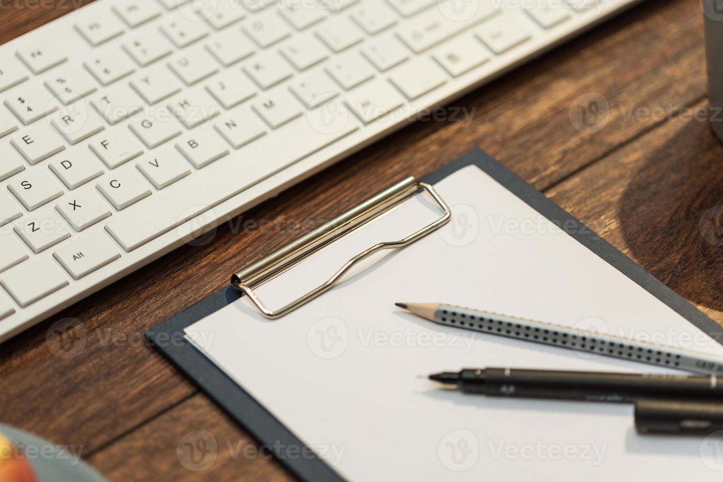 Notizen auf dem Schreibtisch foto