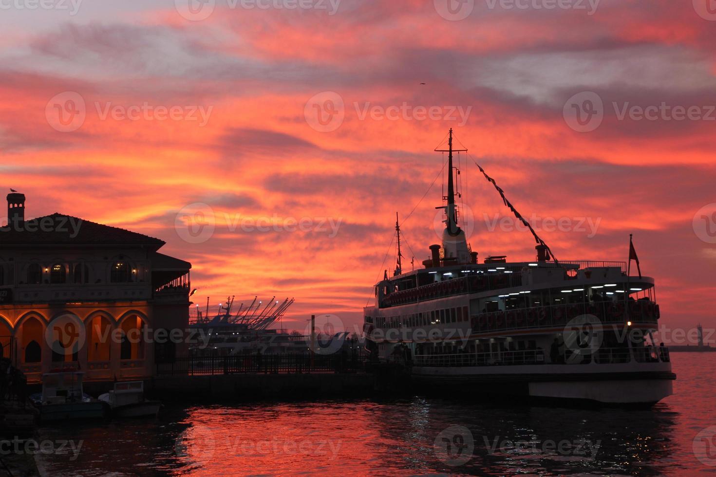 Sonnenuntergang vom Istanbuler Bosporus foto