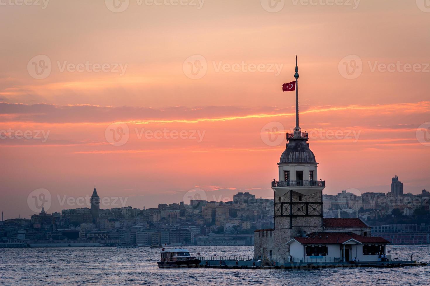 Jungfrauenturm im Sonnenuntergang. Istanbul, Türkei foto