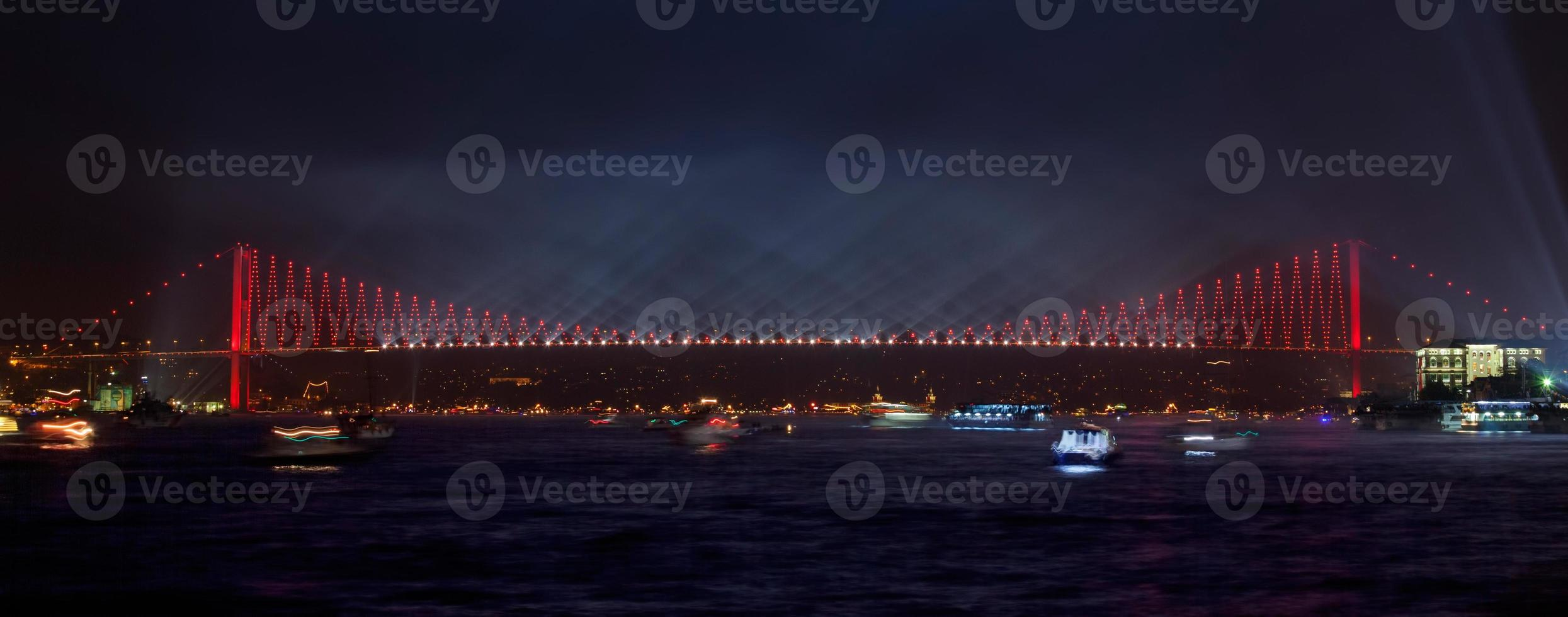 Bosporusbrücke bei Nacht - Istanbul foto