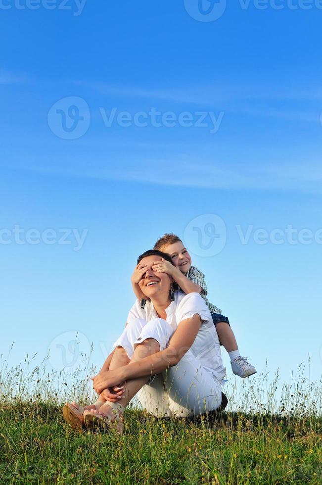 Frau Kind im Freien foto