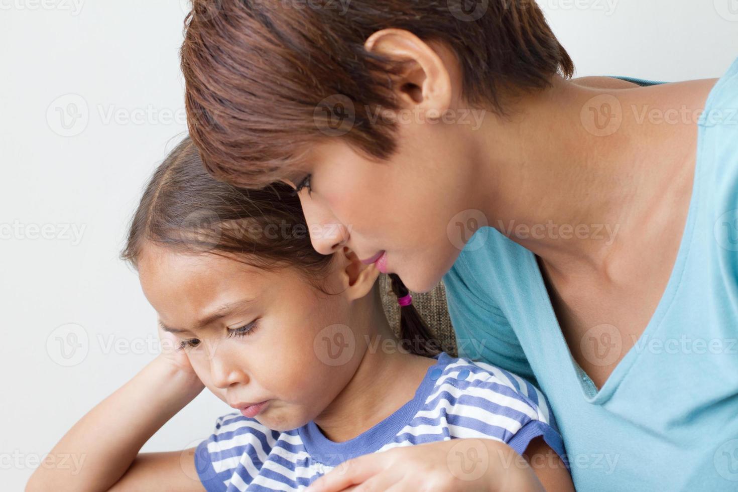 Kinderproblem mit fürsorglicher Mutter foto
