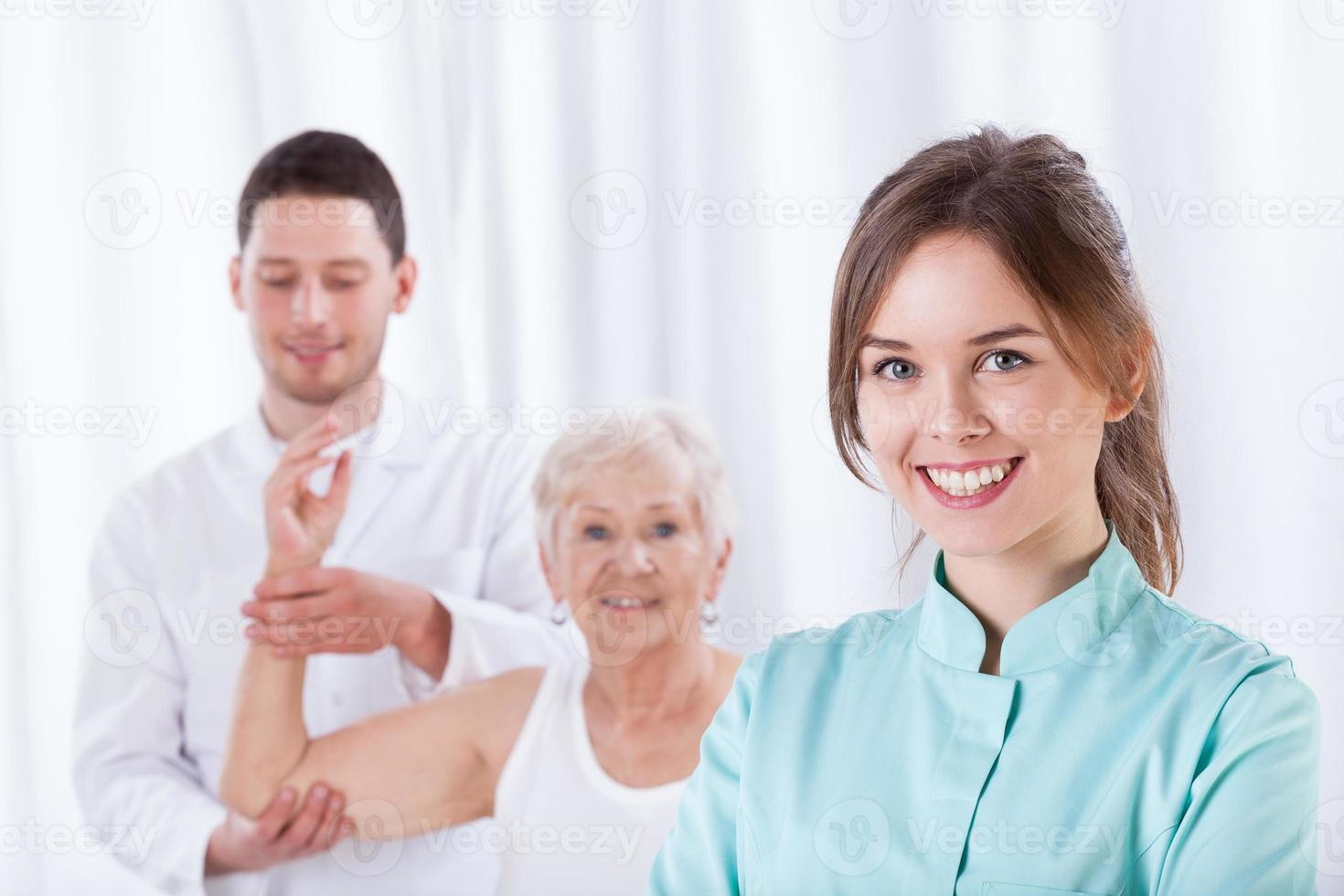 Therapeutin lächelnd foto