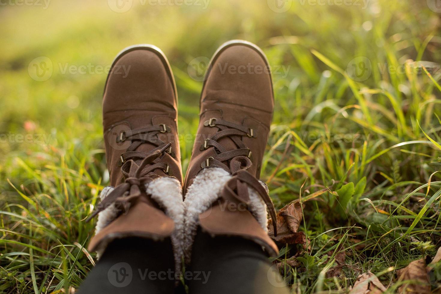 weibliche Füße in Stiefeln foto
