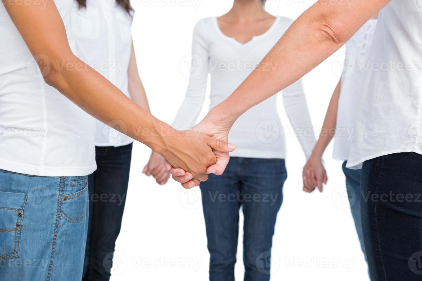 weibliche Hände in einem Kreis verbunden foto