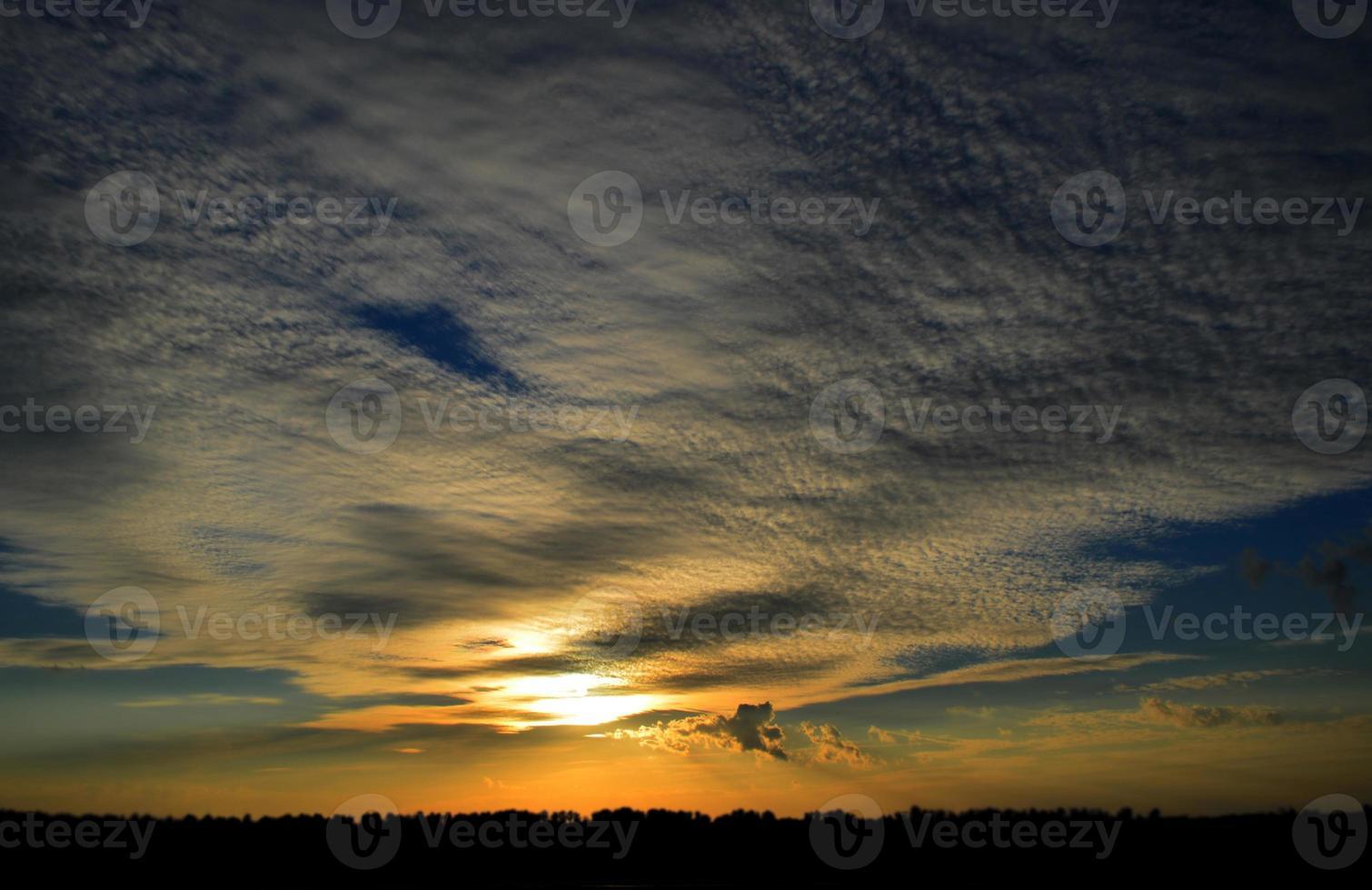 Sonnenuntergang. Schöner Himmel foto