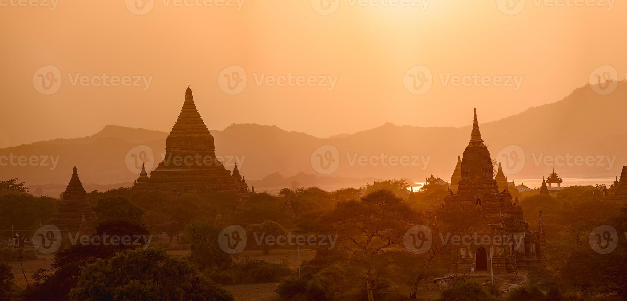 Sonnenuntergang in Bagan foto