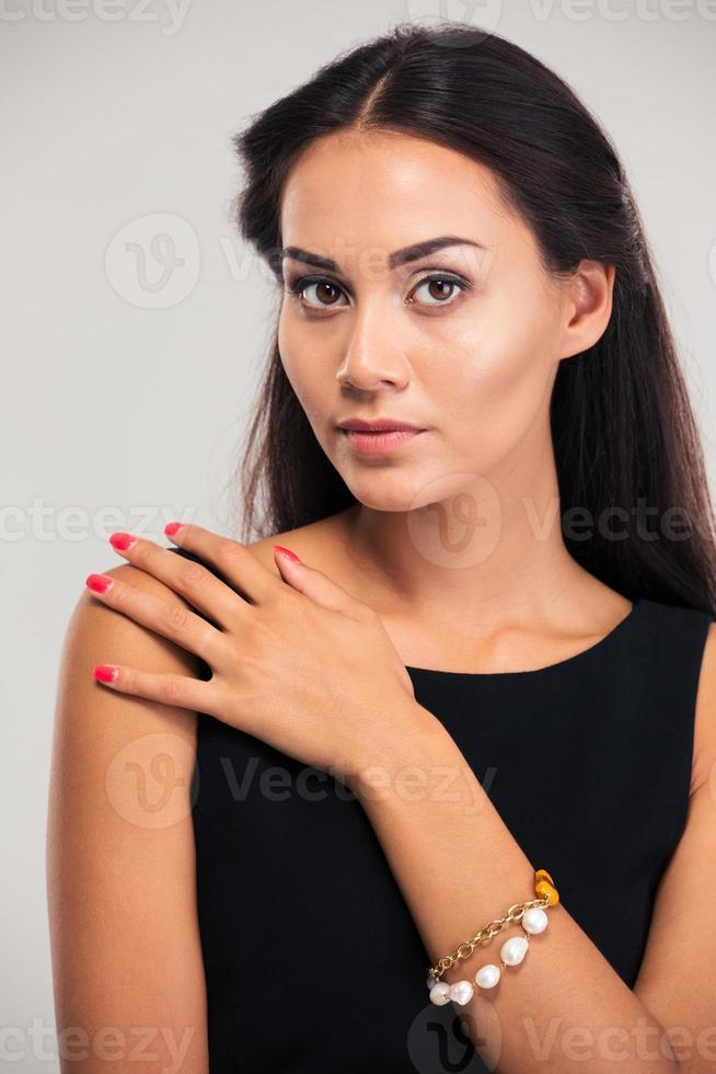 Porträt eines hübschen weiblichen Modells foto