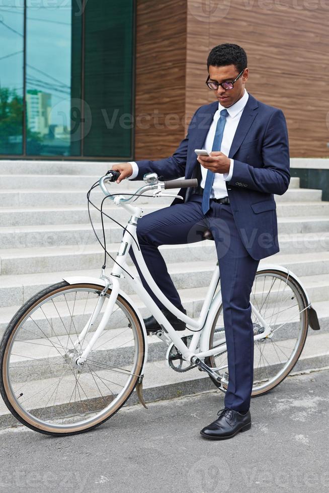 Geschäftsmann auf dem Fahrrad foto