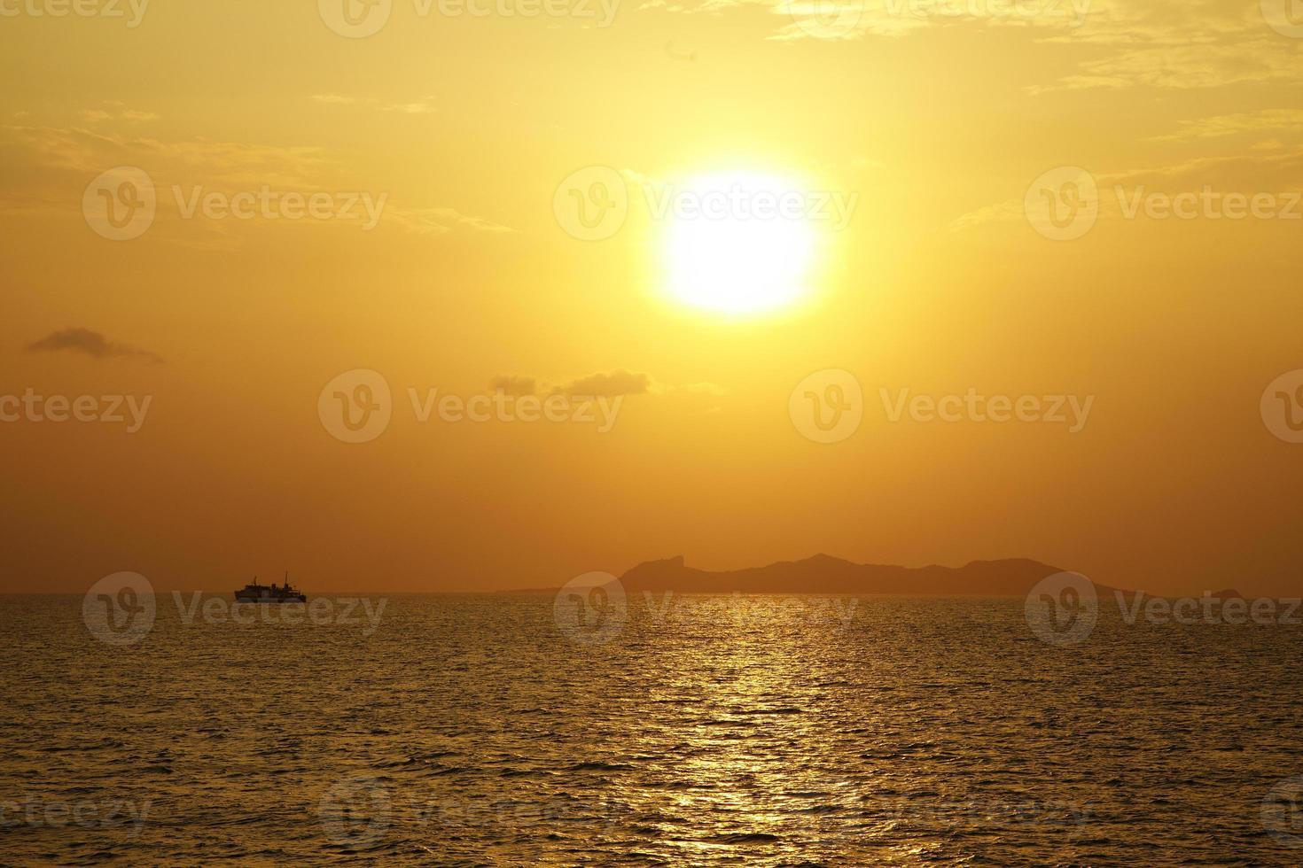 Kreuzfahrt und Sonnenuntergang foto