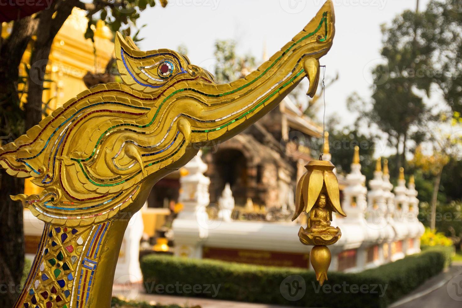 kleiner Buddha mit Schwanenstatue foto