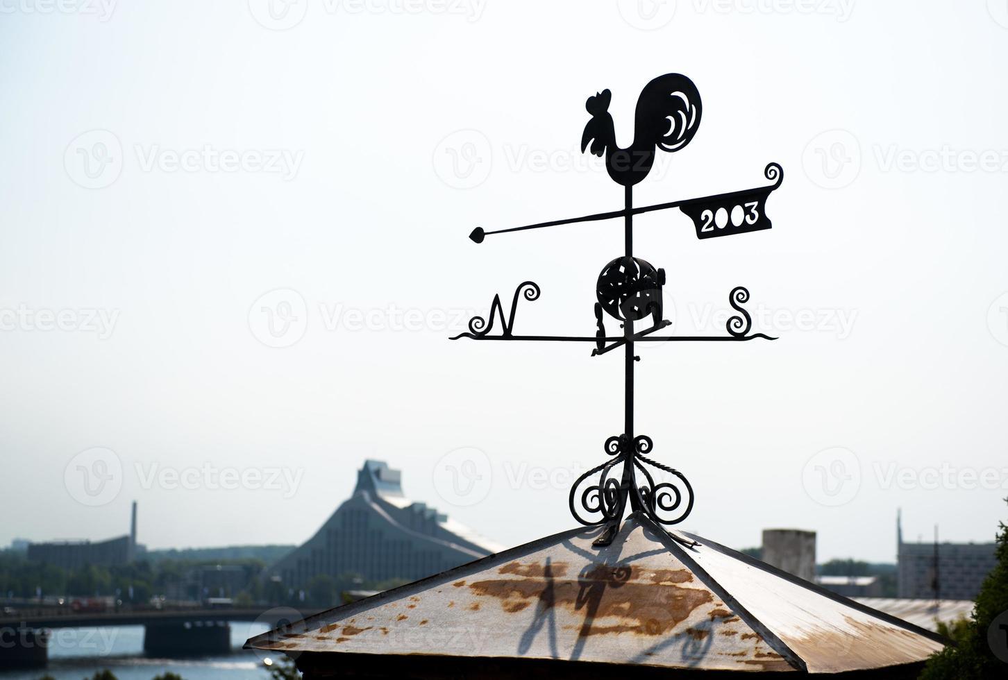 Hahn Wetterfahne in Riga foto