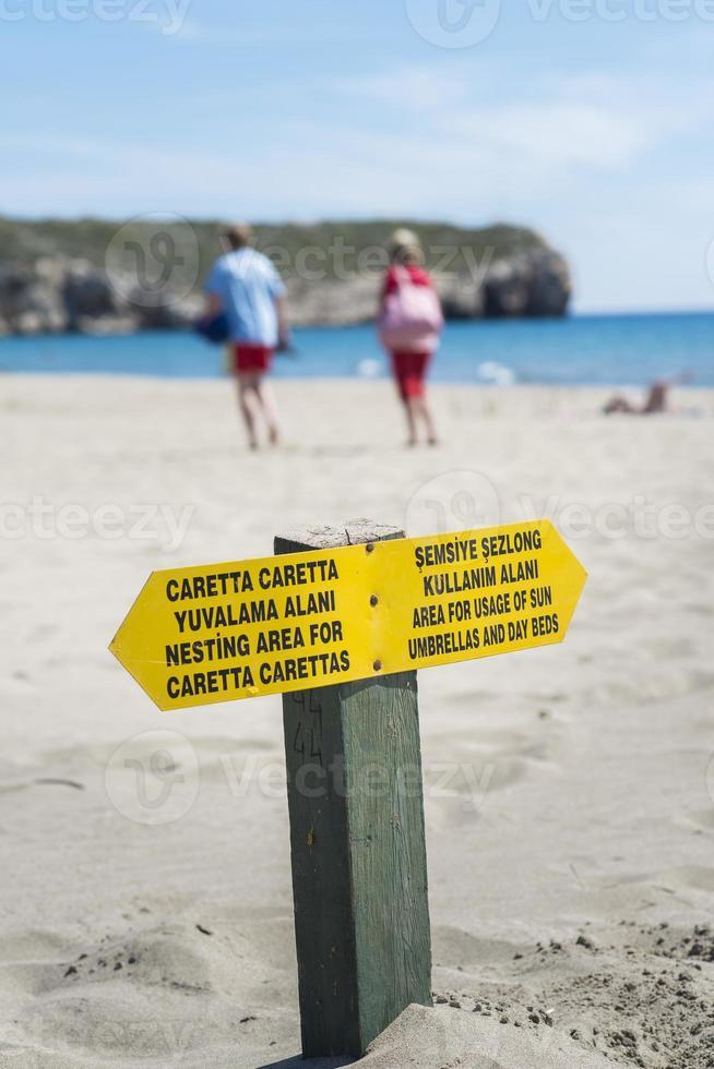 Warnschild am Strand foto