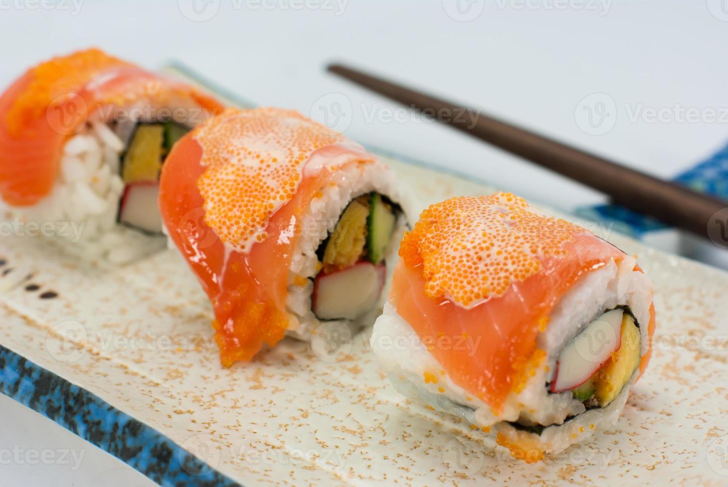 Kalifornien Maki Sushi mit Masago foto