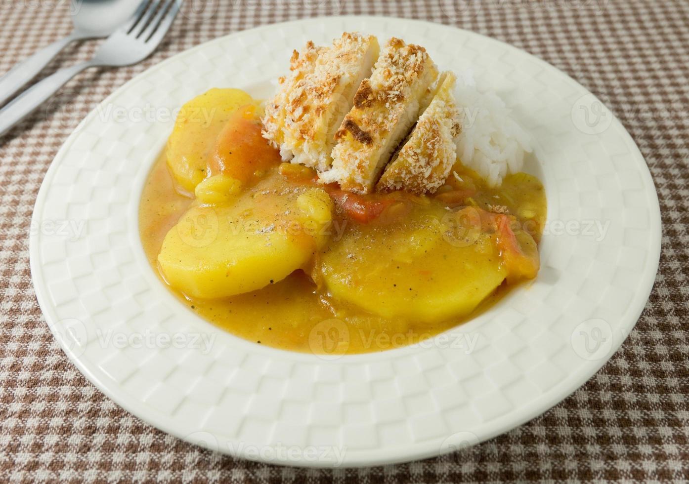japanisches Curry und Tonkatsu mit gedämpftem Reis foto