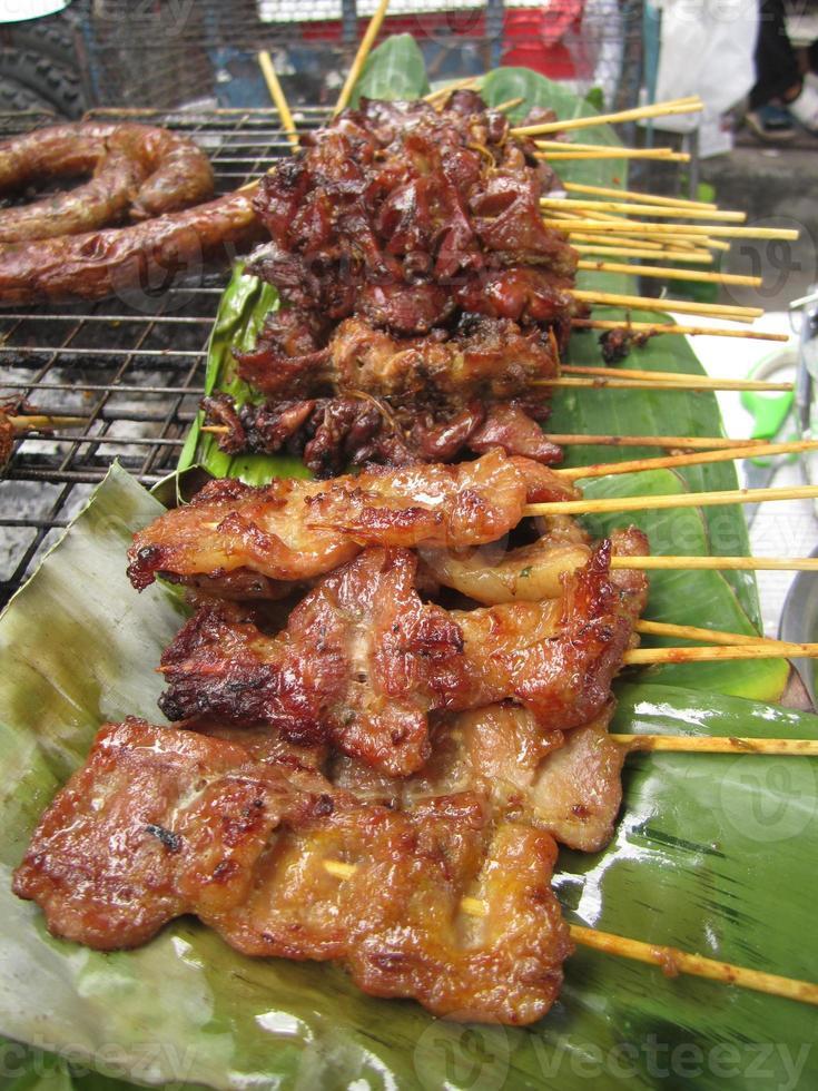 traditionelles thailändisches gebratenes Schweinefleisch und Sai Aua foto