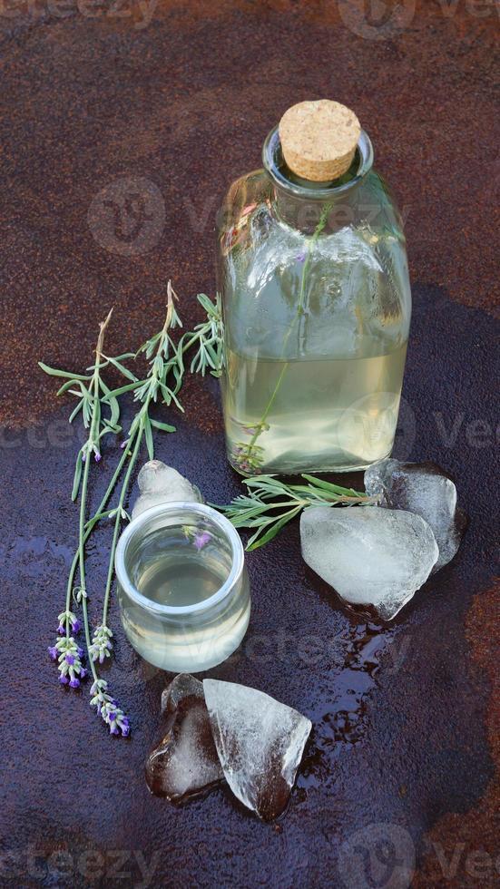 Lavendel Limonade mit Eis foto