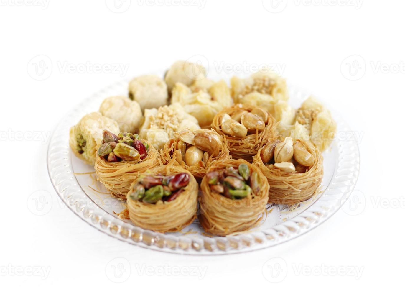 köstlich sortierte traditionelle arabische Süßigkeiten Baklava, Fokus auf Cashew-Baklava foto