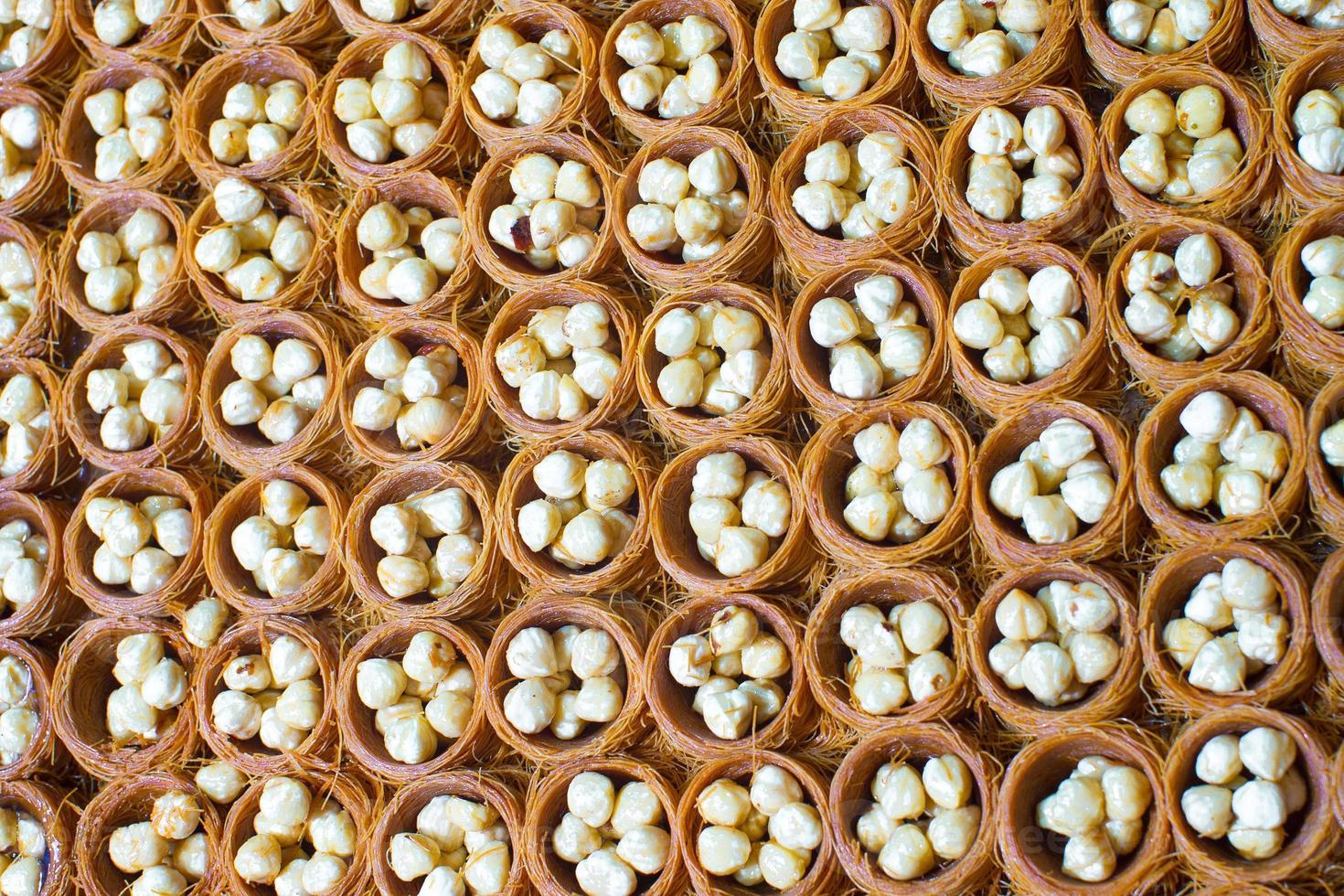 traditionelle türkische Süßigkeiten auf dem Istanbuler Markt foto