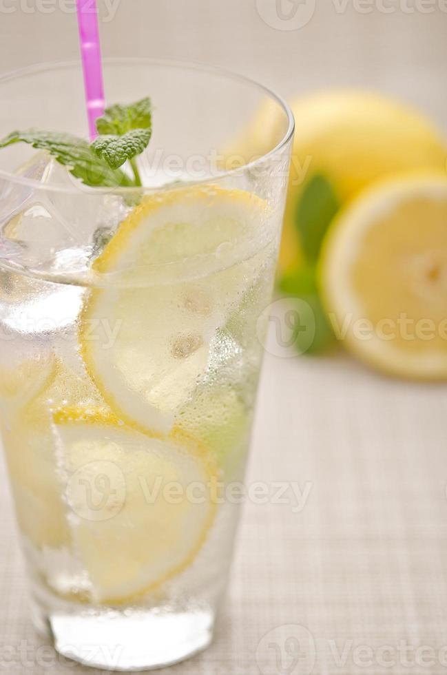 frisches Zitronengetränk foto