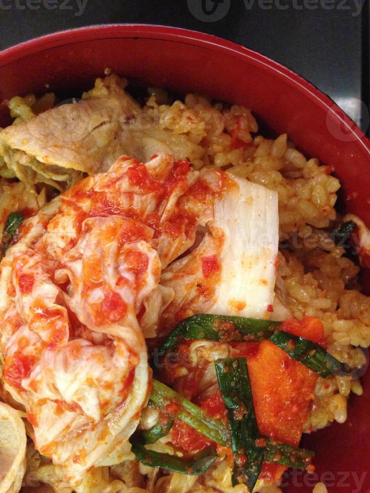 der gebratene Reis mit Gmichi und Schweinefleisch, koreanisches Essen foto