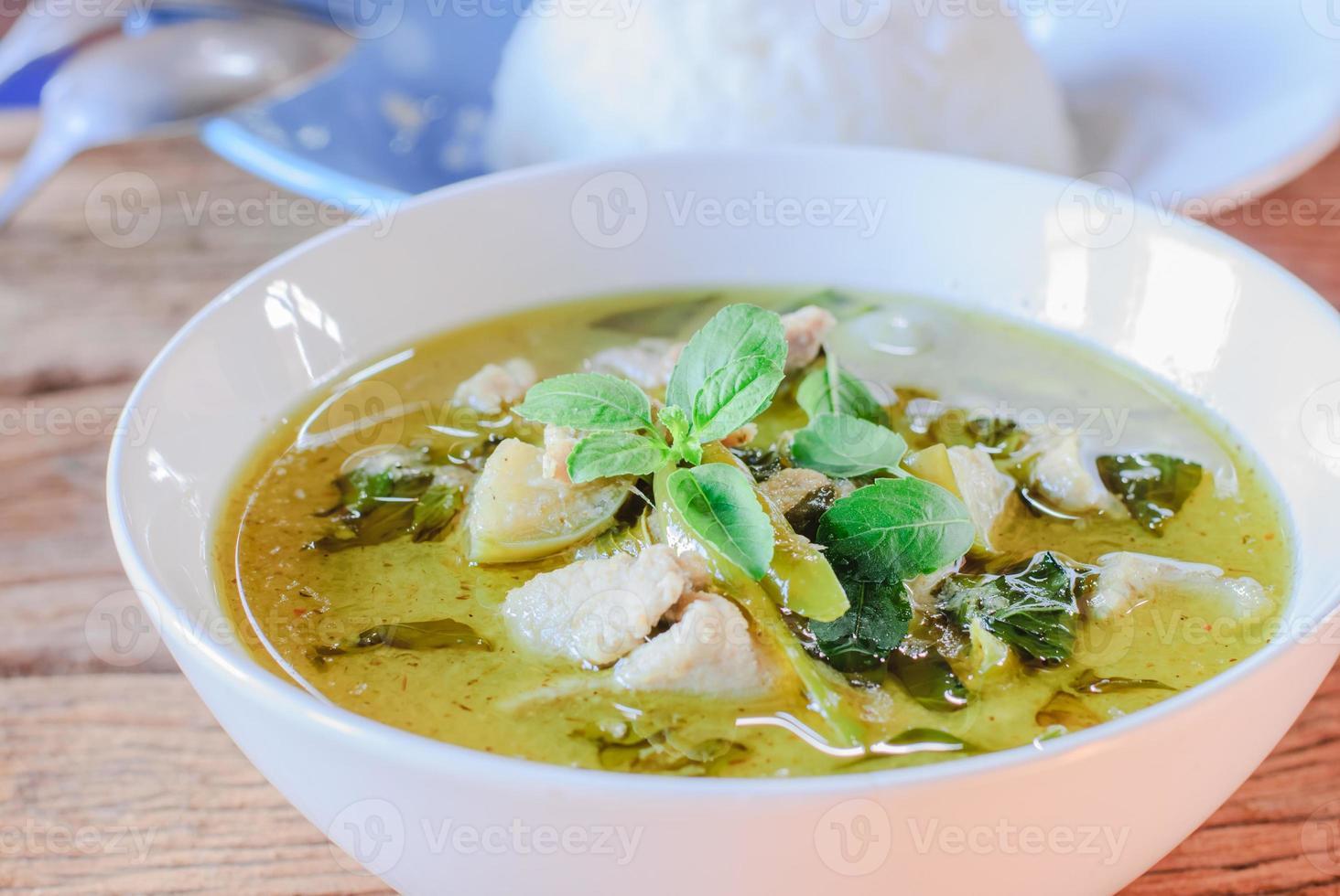 grünes Curry mit Schweinefleisch foto