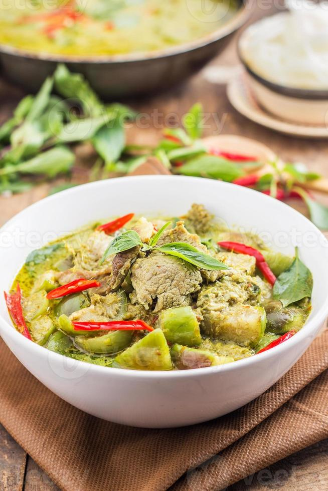grünes Schweinefleisch Curry, thailändische Küche foto