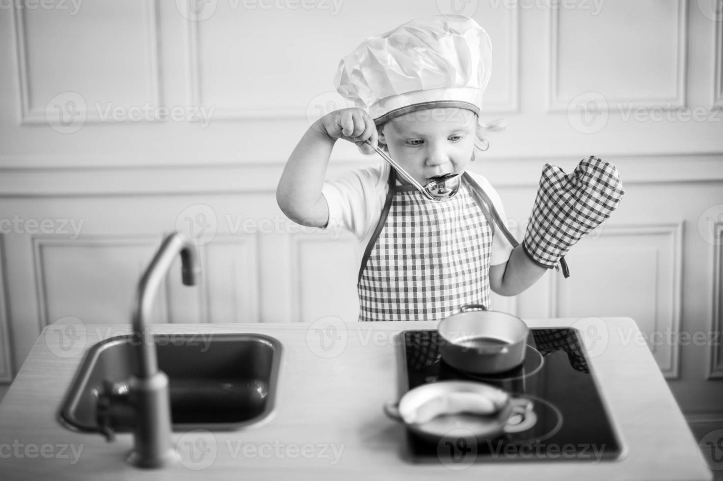 süße kleine Köchin foto