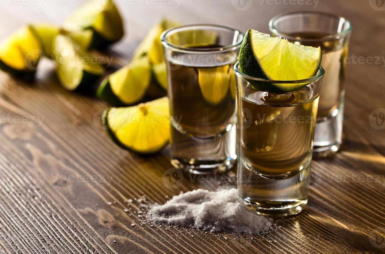 Tequila mit Salz und Limette foto