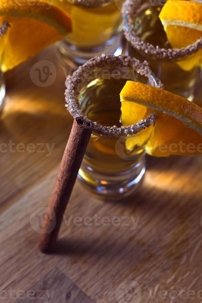 Tequila mit Orange und Zimt foto