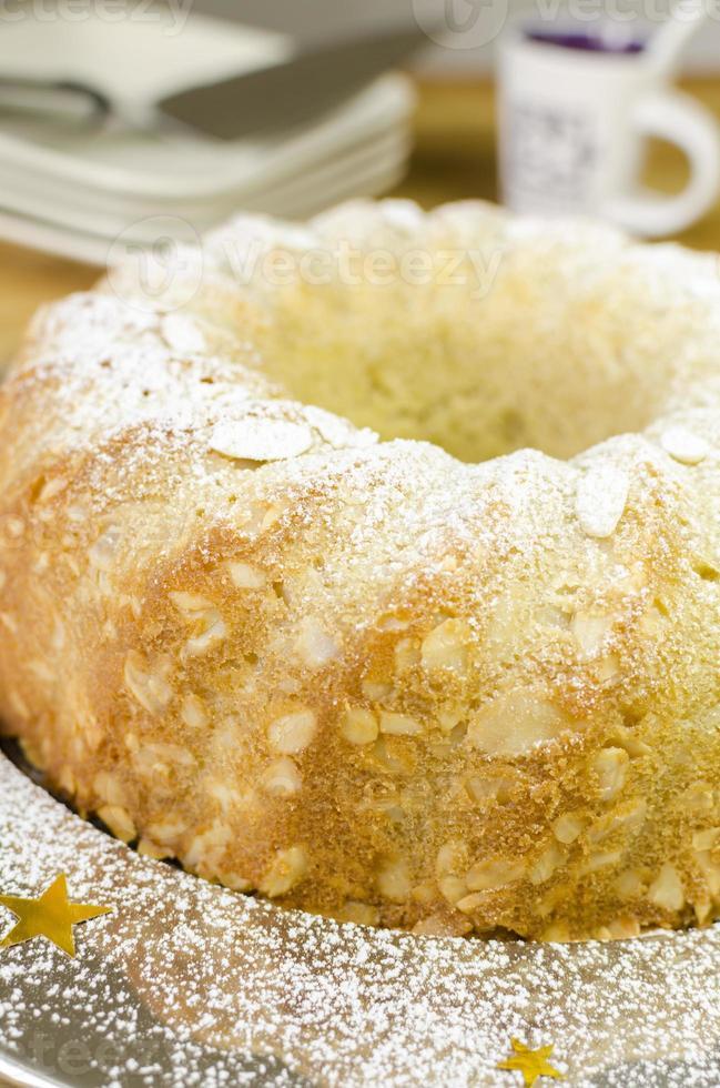 Butterkuchen mit Mandelkruste (siehe Rezept unten). foto