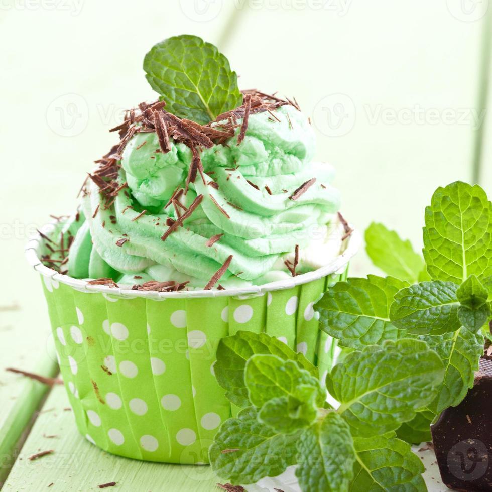 gefrorener Joghurt mit Minze foto