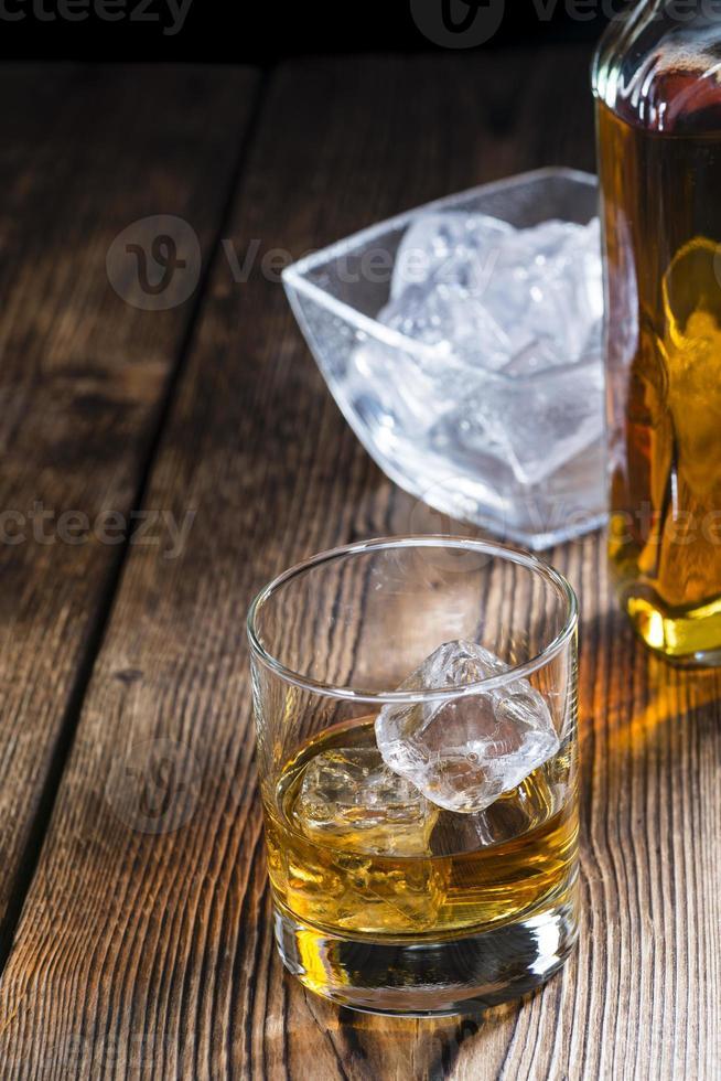 Whisky mit Eis foto