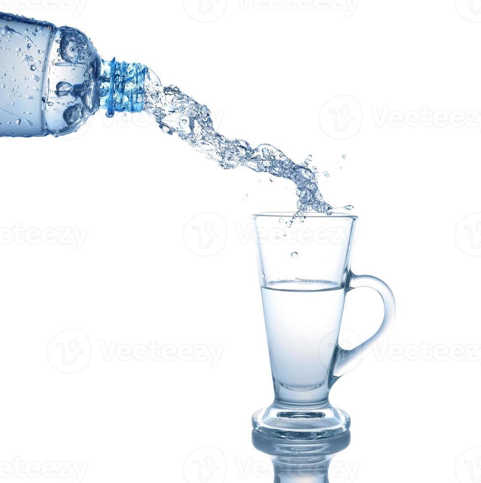 Wasserglas, Wasserspritzer in Gläsern foto