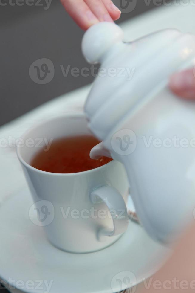 eine Tasse füllen foto