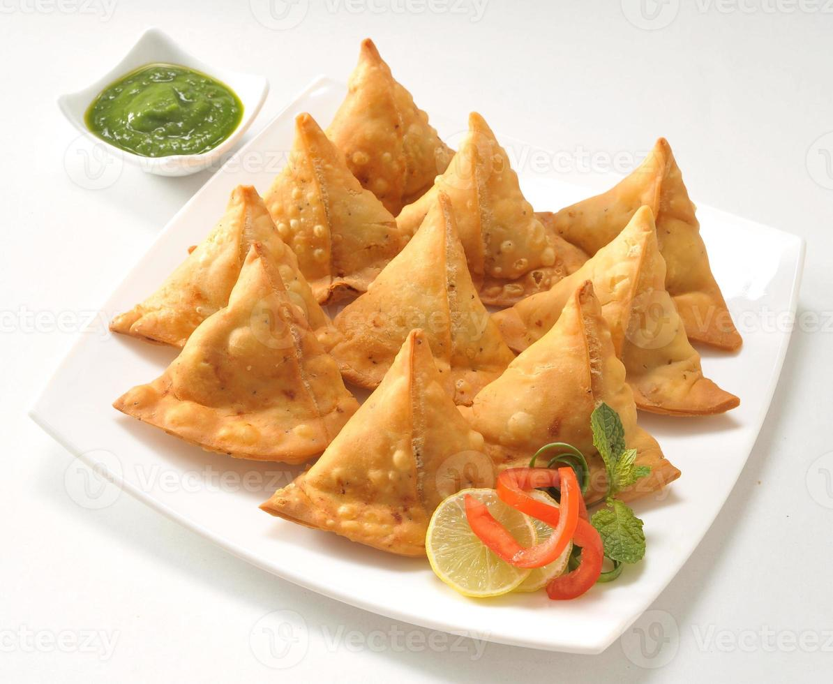 Punjabi Samosa mit Chutney foto