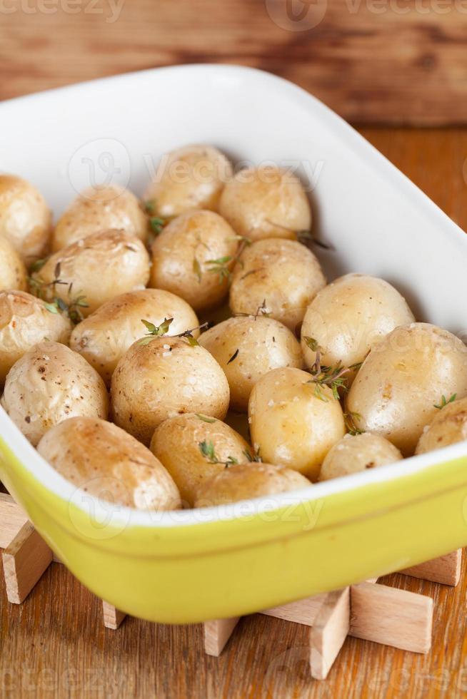 geröstete Babykartoffeln mit Thymian foto