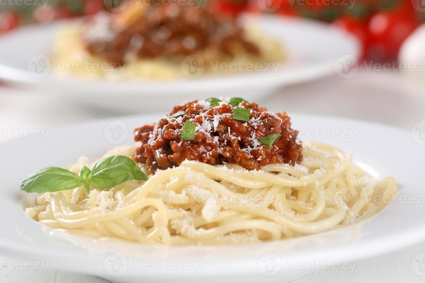 Spaghetti Bolognese Nudeln Pasta Mahlzeit auf einem Teller foto