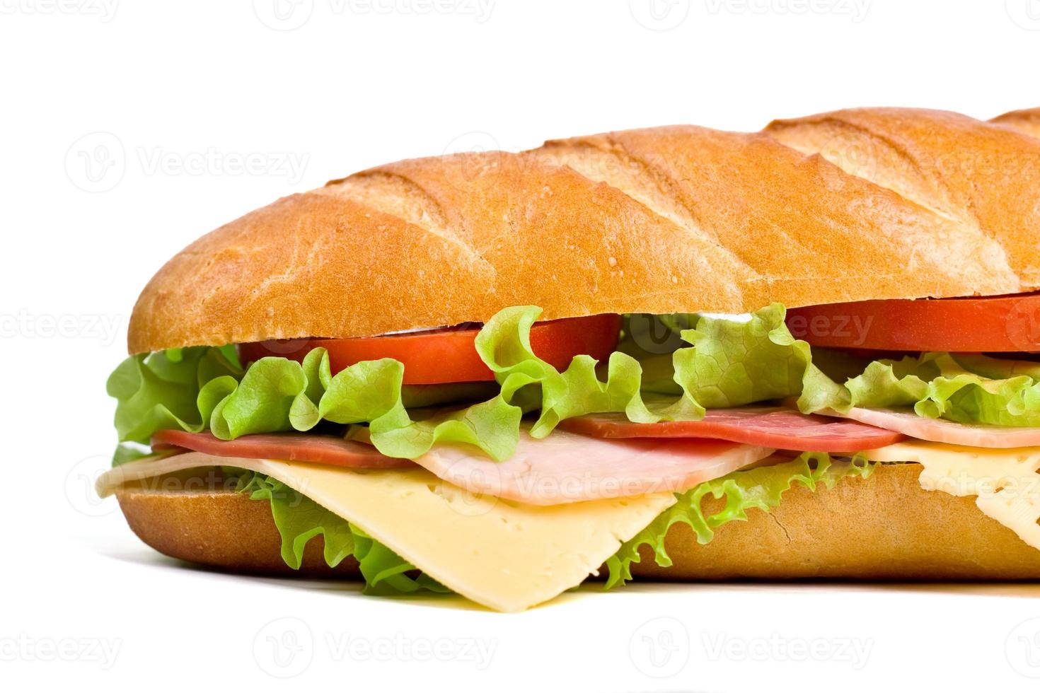 Käse-Schinken-Salat und Tomaten-Baguette foto