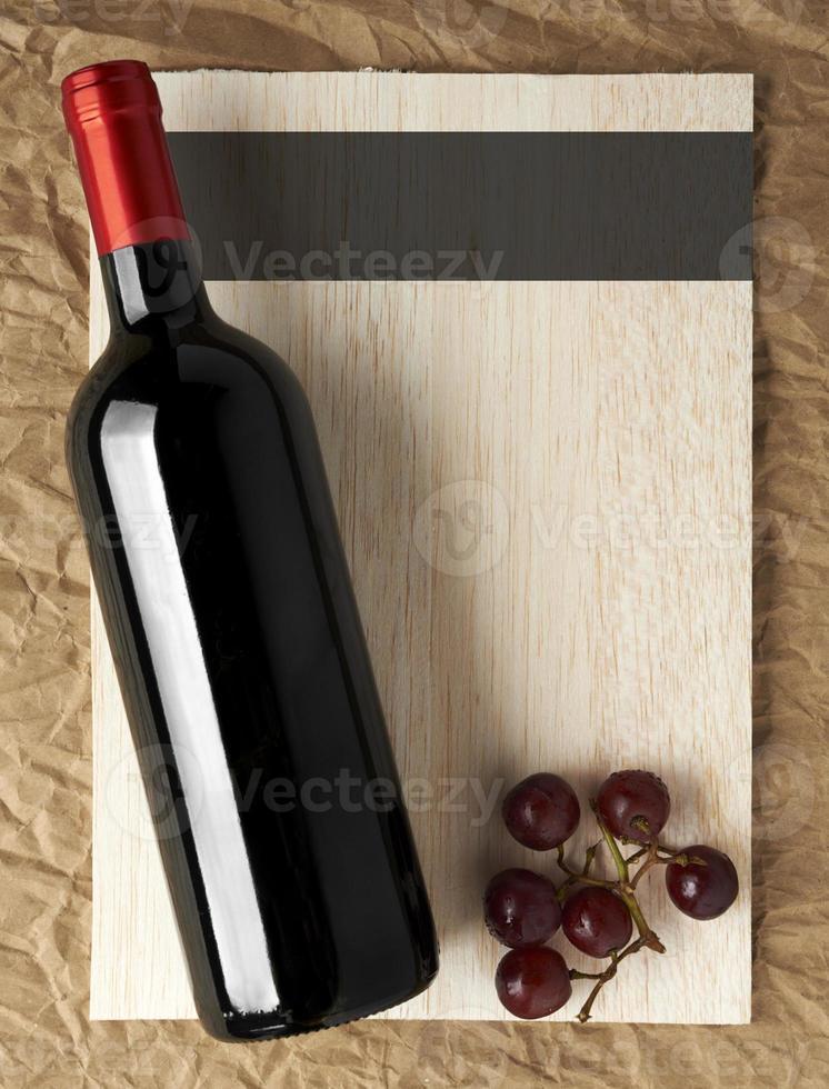 Liste Design-Serie: Flasche Rotwein und Trauben foto