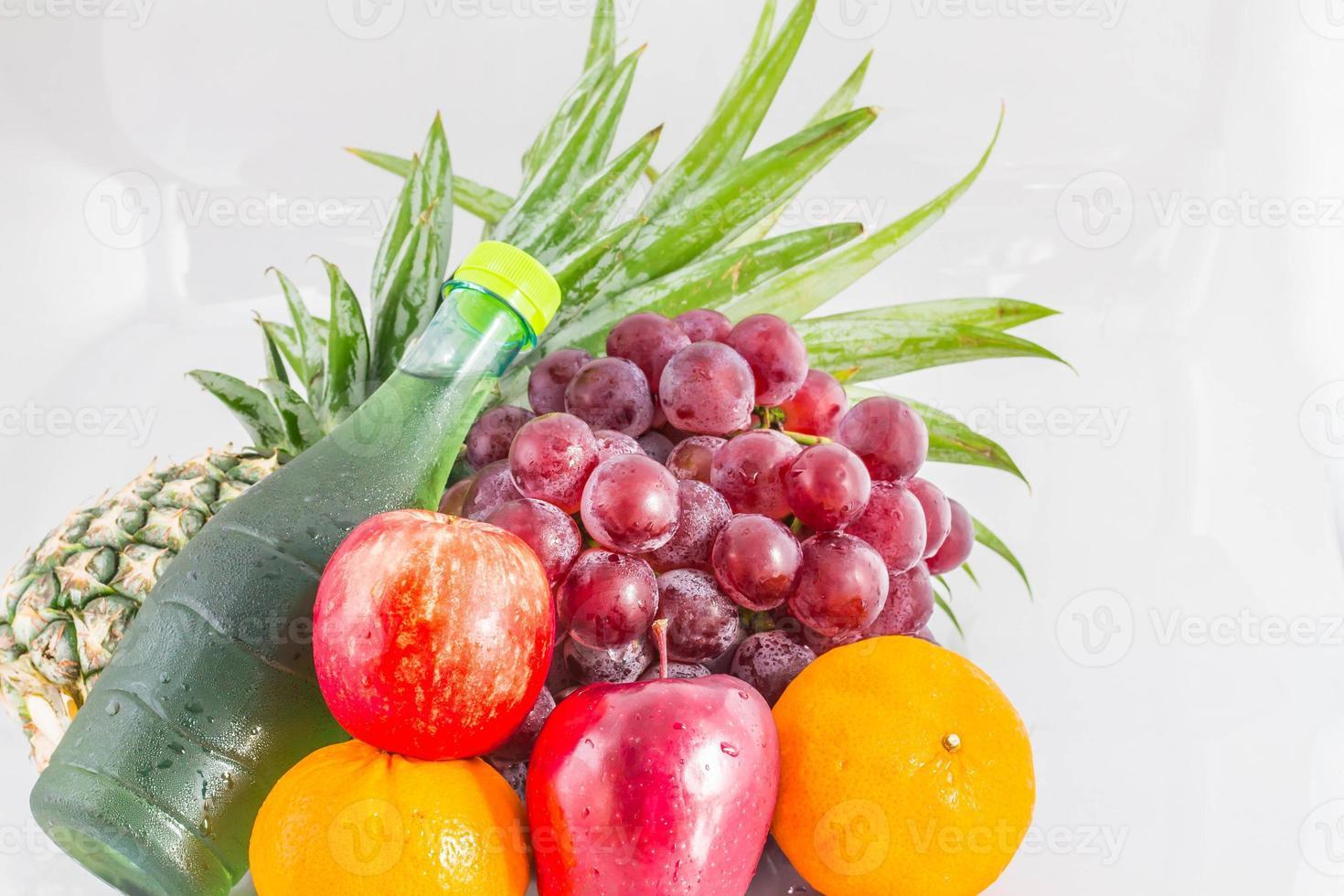 verschiedene Früchte mit Hintergrund. foto