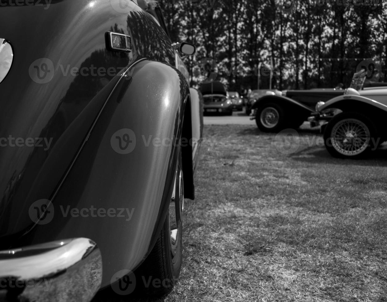 Luxusauto schwarz und weiß foto