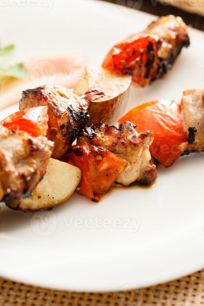 Kebab mit Schweinefleisch und Birnen foto