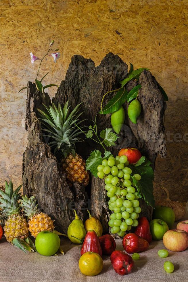 Stillleben mit Früchten. foto