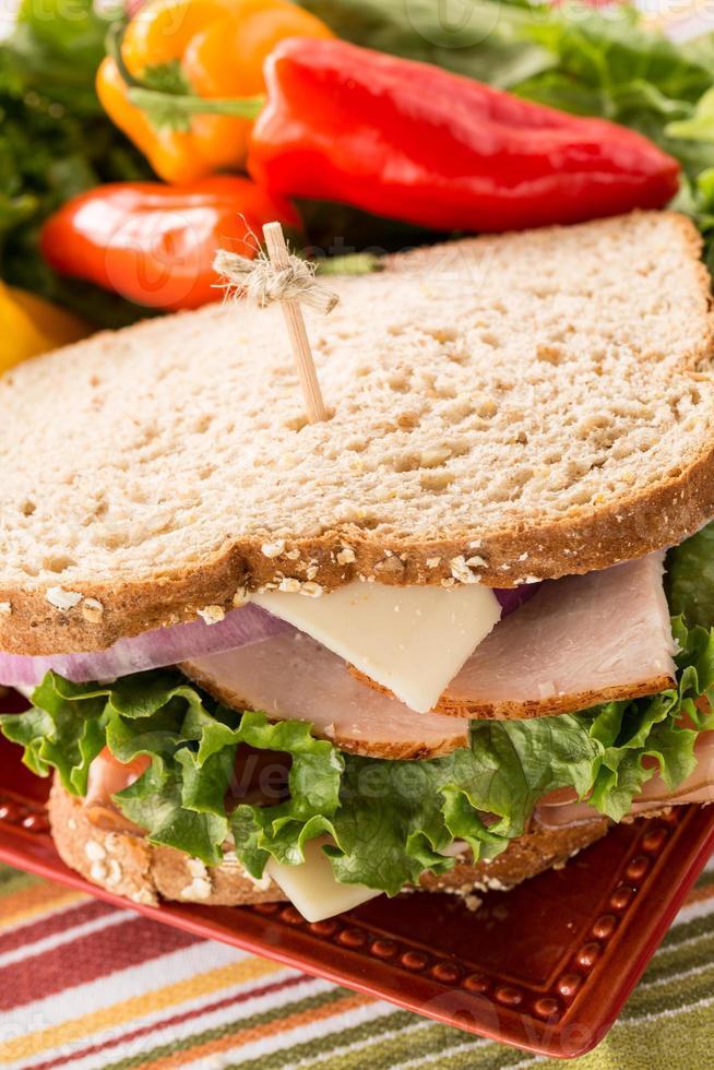 Schließen Sie gesundes Mittagssandwich mit Paprika foto