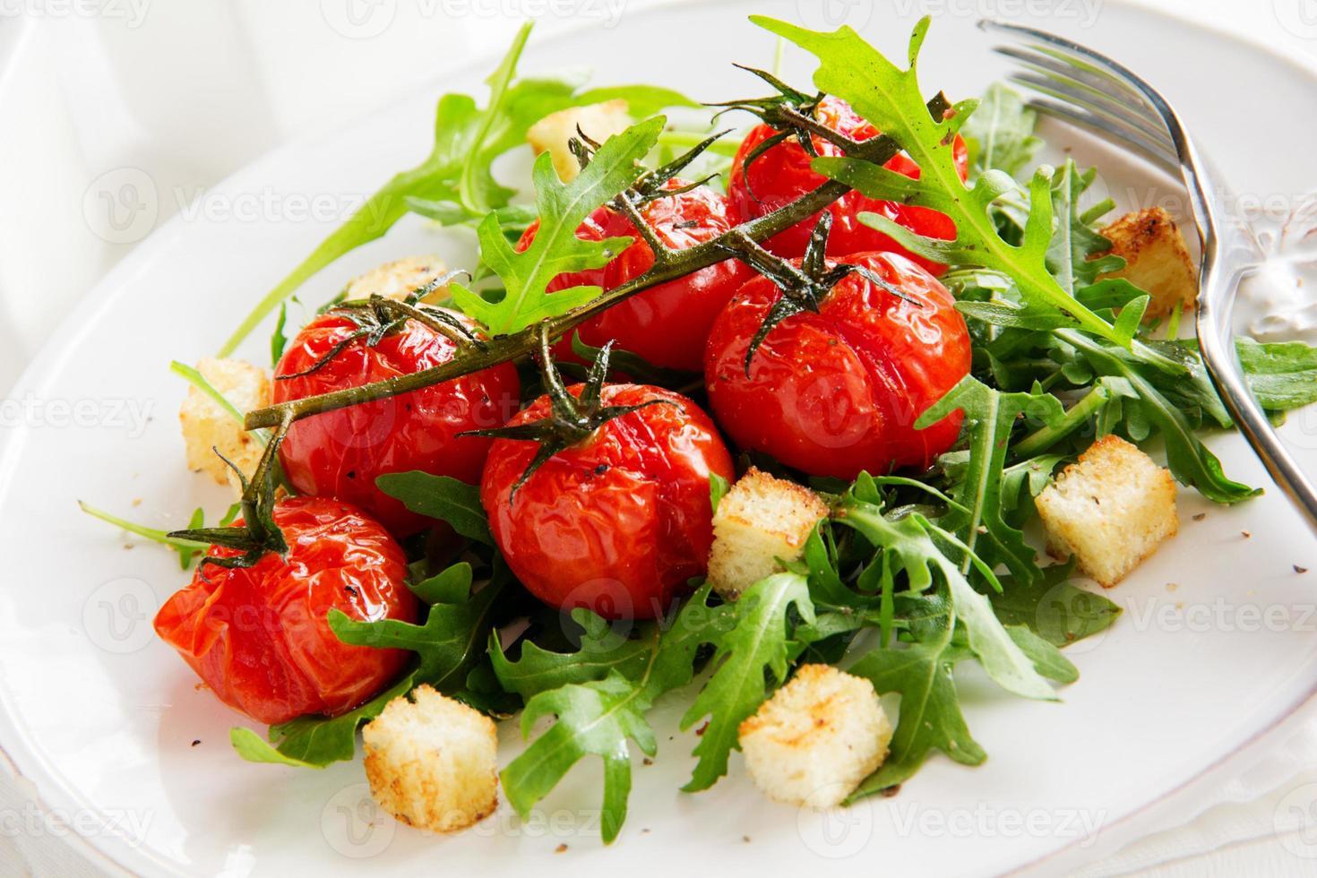 Salat aus Rucola und Croutons. foto