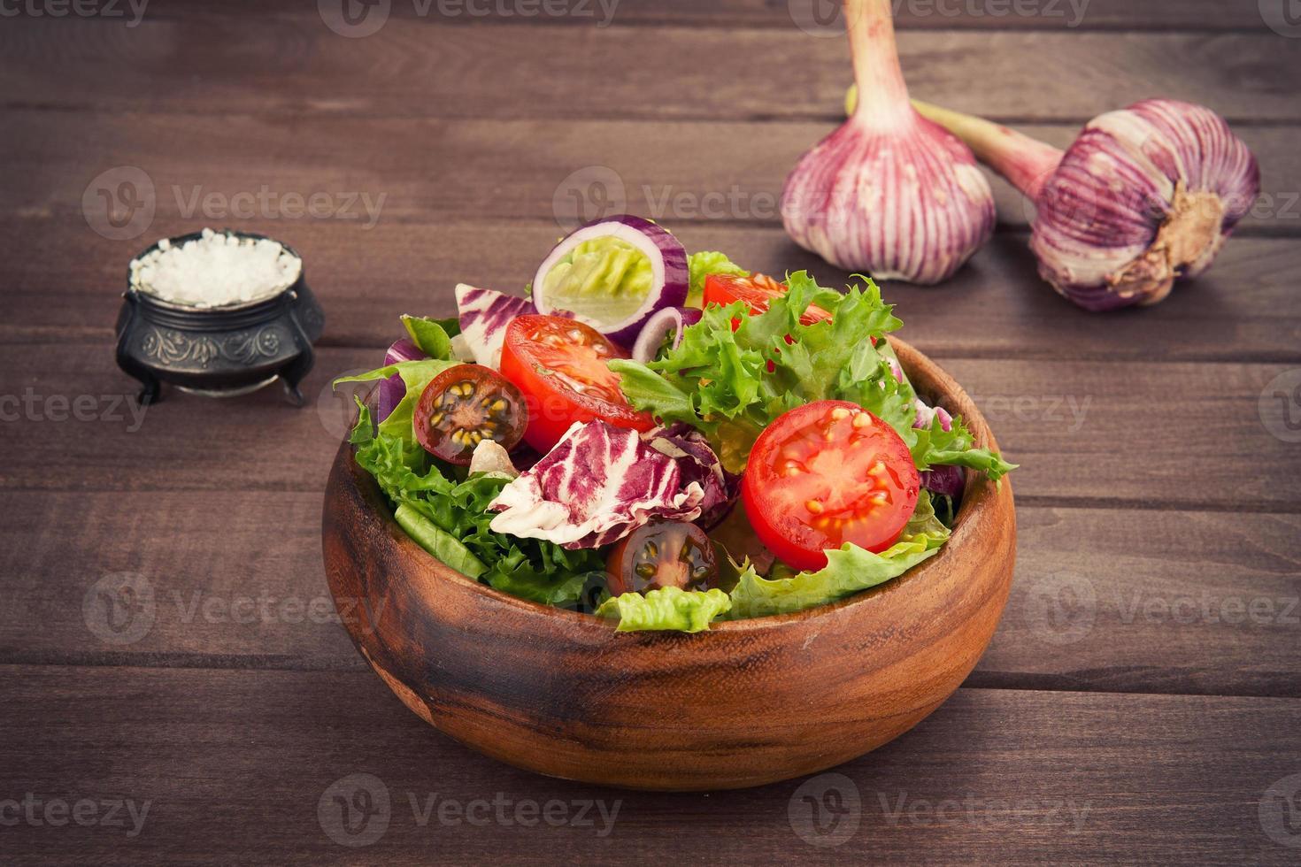 Gemüsesalat in Schüssel foto
