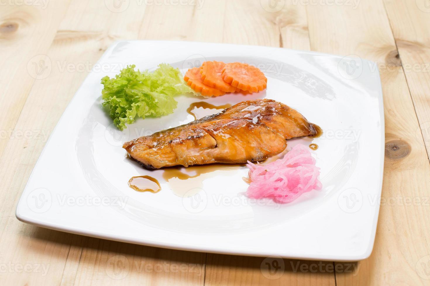 Gebratener Lachs essen mit Kabayaki-Sauce Japan Essen, foto