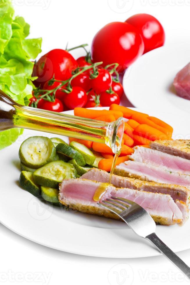 Thunfischfilet mit Gemüse foto